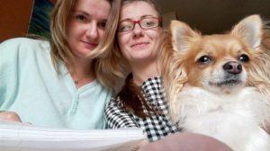 Marta z siostrą i swoim psem Figą