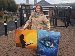 Siostra Marty z obrazami namalowanymi przez Martę