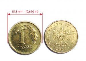 1 grosz przyklejony do jednej z widokówek (Zdjęcie przykładowe)